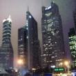 Wolkenkratzer bei Nacht