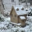 Verschneite Spielzeugmühle