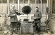 Musikersoldaten im vertrocknetem Wintergarten