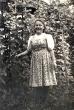Sophie Huber in einem Garten
