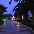 Hotellandschaft bei Nacht I