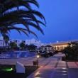 Hotellandschaft bei Nacht III