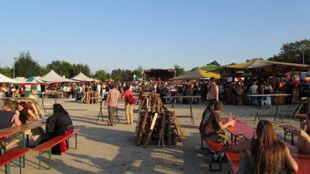Je tiefer die heiße Augustsonne sank, desto gemütlicher wurde es auf dem Mittelalterfestival.