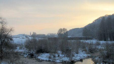 Winterdämmerung beim Wutachdelta mit Blick auf Oberlauchringen am 27.11.2010. (Foto: Martin Dühning)