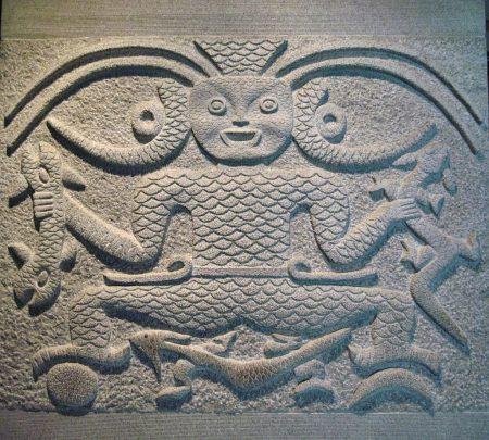 Frühe chinesische Steinstele - obwohl wesentlich älter, erinnern manche der Motive dieser Artefakte an keltische Kunstwerke. (Foto: Hansjörg Dühning)