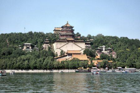 Dies ist nur ein Teil des geräumigen neuen Sommerpalastes der chinesischen Kaiser nahe Peking. Die Parkanlagen von Yiheyuan zählen zu den Meisterwerken chinesischer Gartenarchitektur. (Foto: Hansjörg Dühning)