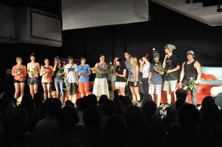 Verdienter Schlussapplaus für Schauspieler und Regisseurin am Ende der Aufführung vom 29. Juni 2012 (Foto: Martin Dühning)