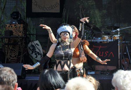 """Die Bauchtanzgruppe """"Serpenta"""" bei ihrer Darbietung am 5. August 2012 (Foto: Martin Dühning)"""