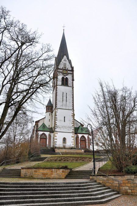 Blick auf die Pfarrkirche Peter & Paul in Grießen, Gemeinde Klettgau