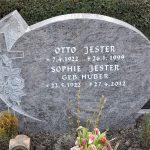 Der Grabstein ist gesetzt