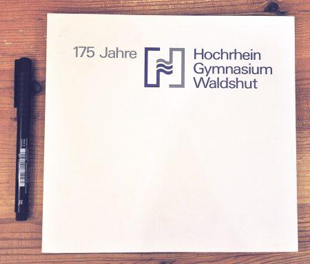 Quadratisch, praktisch, gut - oder schlicht: modern präsentiert sich die Festschrift zum 175sten Jubiläum des Hochrhein-Gymnasiums von 1989. Das HGWT-Logo feierte darauf seine Premiere.