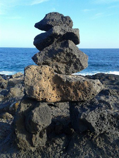 Sie werden von Touristen gerne errichtet, sind bei den Einheimischen und Parkschützern nicht sehr beliebt: Künstliche Steinebauten. Dennoch geben sie ein nettes Fotomotiv ab.