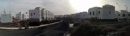 Ein weiterer unvollendeter Straßenzug Richtung Kraftwerk und Arecife.