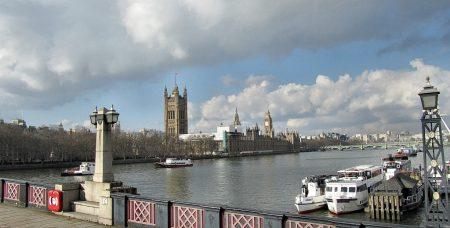 Mit etwas Glück erstrahlt auch im März die Themse in sonnigem Licht.