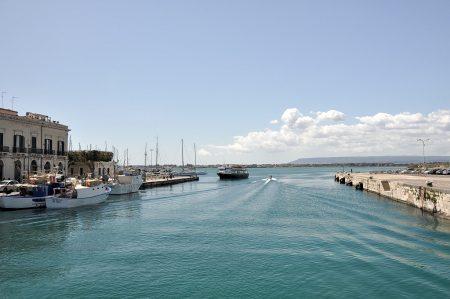 Blick Richtung Yachthafen in der Bucht von Ortygia (Foto: Martin Dühning)