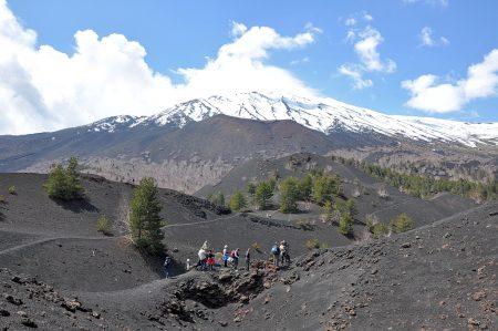 Kraterwanderweg mit Ätna (Foto: Martin Dühning)