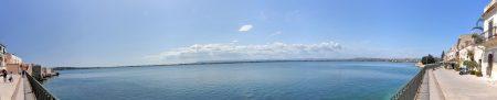 Panorama auf die Buch von Ortygia mit azurblauem Wasser (Foto: Martin Dühning)