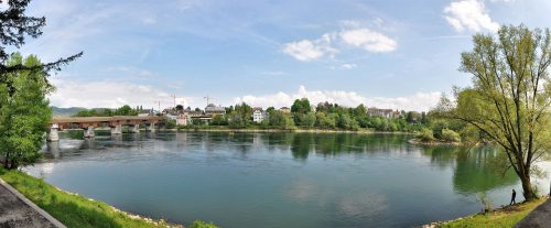 Der Rhein bei Bad Säckingen an einem schönen, sonnigen Samstag im April 2014 (Foto: Martin Dühning)