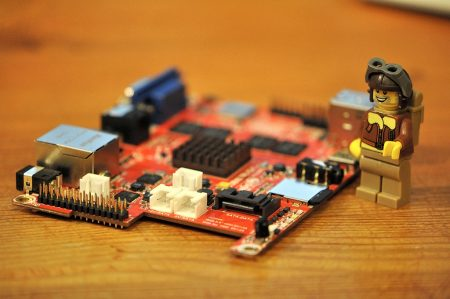 """Nicht ganz so klein wie das Raspberry Pi, aber immer noch sehr handlich und deutlich leistungsfähiger ist das Miniboard """"Cubietruck"""" von Cubietech. (Foto: Martin Dühning)"""
