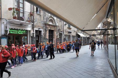 In der Osterzeit ist Taormina auch ein beliebtes Ausflugsziel für italienische Schulklassen. (Foto: Martin Dühning)