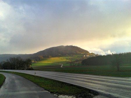 Der Küssaberg am 11. Januar zwischen zwei Regenschauern (Foto: Martin Dühning)