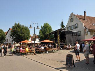 Der Mittelaltermarkt auf dem Lindenplatz bei Oberlauchringen am Samstag, den 8.08.2015 - Temperaturen von jenseits 37 Grad hielten die Besucher aber in Grenzen (Foto: Martin Dühning)