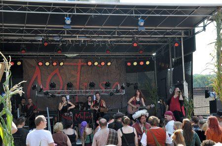 Auch 2015 war die Musikgruppe Metusa wieder ein Highlight des Mittelaltermarktes in Oberlauchringen. (Foto: Martin Dühning)