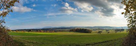 Herbstliches Panorama vom Kapellenberg bei Baltersweil Richtung Schweiz (Foto: Martin Dühning)