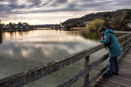 Beim Betrachten des Panoramas auf der Brücke (Foto: Martin Dühning)