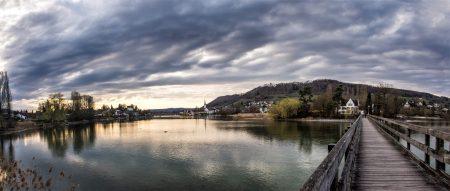Abendliches Panorama auf der Holzbrücke zur Insel Werd (Foto: Martin Dühning)