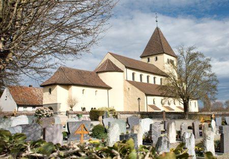 Die Kirche St. Georg in Oberzell, vom Friedhof aus betrachtet (Foto: Martin Dühning)