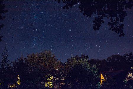 Sterne über dem Haus (Foto: Martin Dühning)