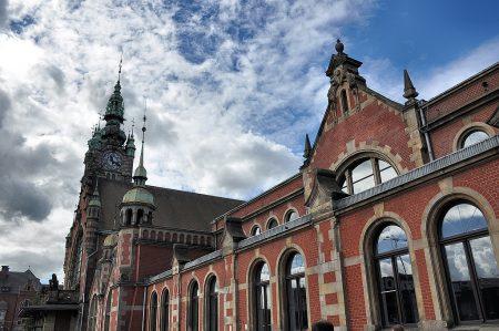 Frontfassade des Danziger Hauptbahnhofs (Foto: Martin Dühning)