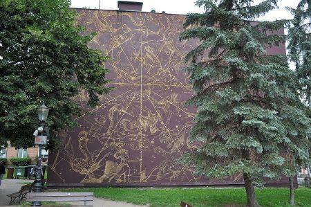 Wandgemälde des Sternenhimmels beim Hevelius-Denkmal (Foto: Martin Dühning)