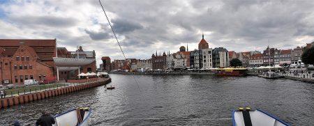 Die Onyx fährt in den Hafen der Rechtstadt Danzig ein (Foto: Martin Dühning)