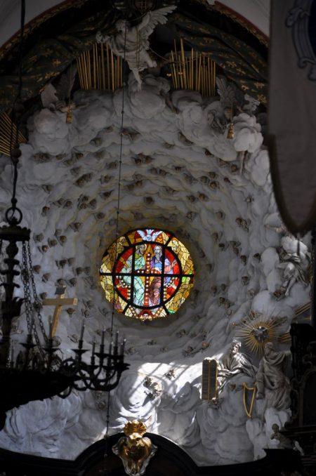 Ansicht auf das Fenster über dem Hochaltar (Foto: Martin Dühning)