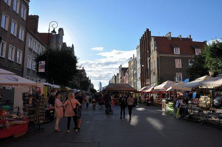 Markttreiben der St. Dominic's Fair hinter dem Krantor (Foto: Martin Dühning)