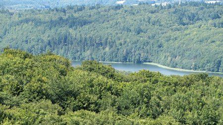 Einer der vielen Seen von Ferne (Foto: Salome Leinarkunion)