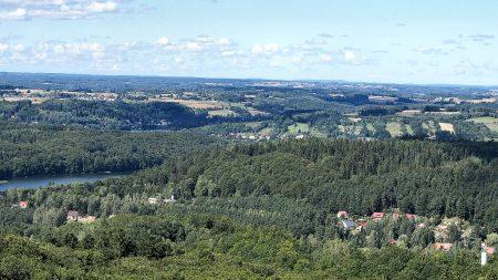 Kaschubische Pastorale mit Wäldern, Häuslein und Seen (Foto: Salome Leinarkunion)