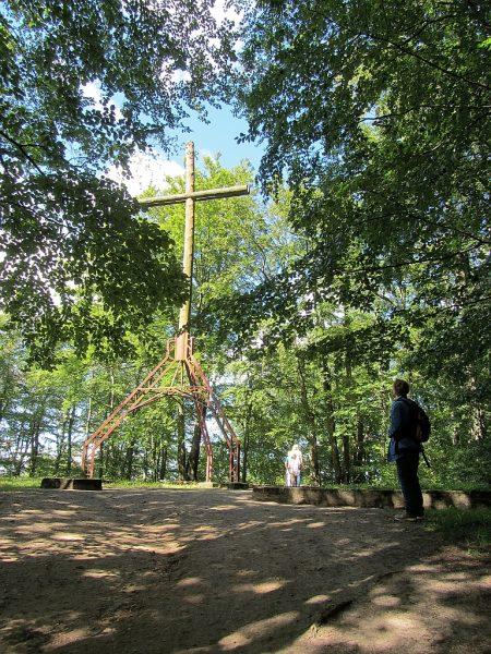 Das Gipfelkreuz des Turmberges (Foto: Salome Leinarkunion)