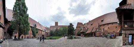 Der große Burghof (Foto: Martin Dühning)