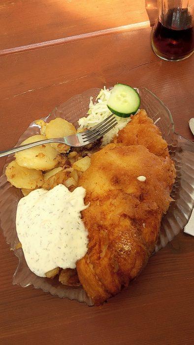 Leckerer Bratfisch aus Rosi's Fischoase (Foto: Martin Dühning)