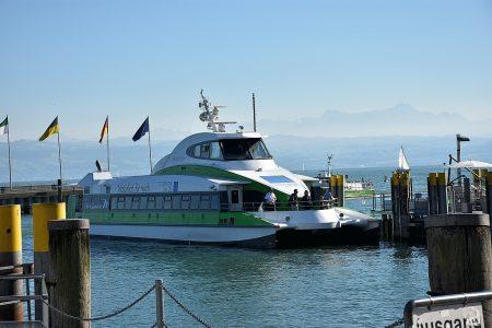 Ein Katamaran der Bodenseeflotte in Friedrichshafen (Foto: Martin Dühning)