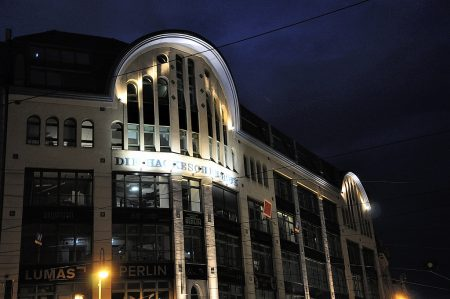 Eingang der Hackeschen Höfe bei Nacht (Foto: Martin Dühning)