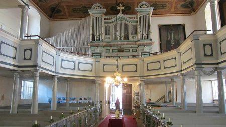 Empore und Orgel der Marienkirche in Ueckermünde (Foto: Salome Leinarkunion)