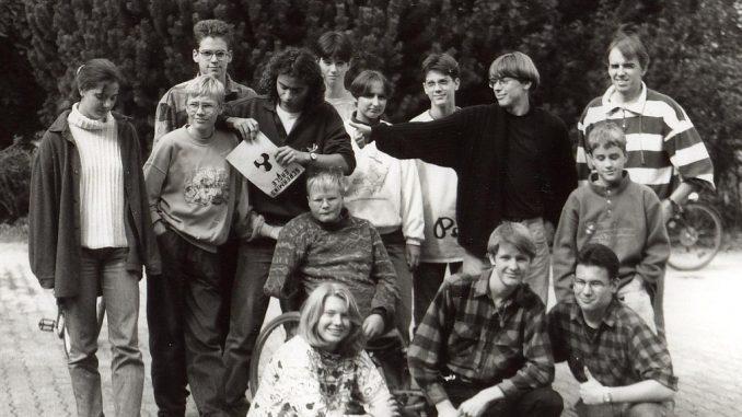 Das Team der Schülerzeitung Phoenix in den 1990ern mit Betreuer Gerhard Behnke