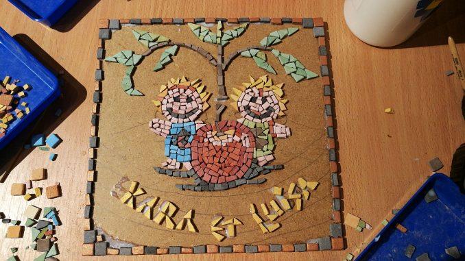 Ein neues Mosaik entsteht - diesmal mit unseren beiden Zwergfeen Kara und Luisa (Grafik: Martin Dühning)