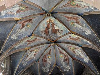 Man muss heuer schon etwas weiter radeln, um in den Genuss von liturgischen Segen zu kommen, aber in St. Peter und Paul wurde ich wieder mal fündig. (Foto: Martin Dühning)