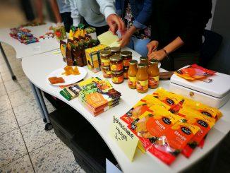 Mangoprodukte aus dem fairen Handel beim Sommerfest 2017 (Foto: Martin Dühning)