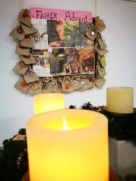 Infotafel beim Adventskalender (Foto: Martin Dühning)